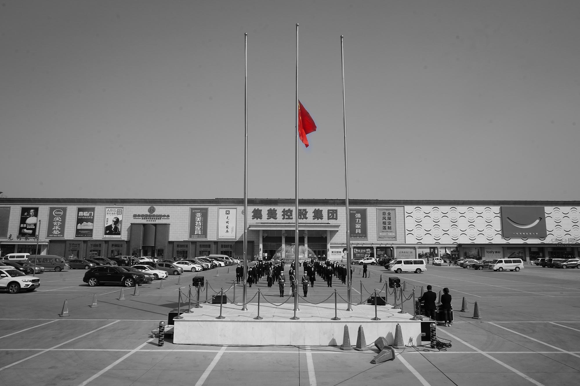 降半旗哀悼逝者,这个清明节将被永久铭记