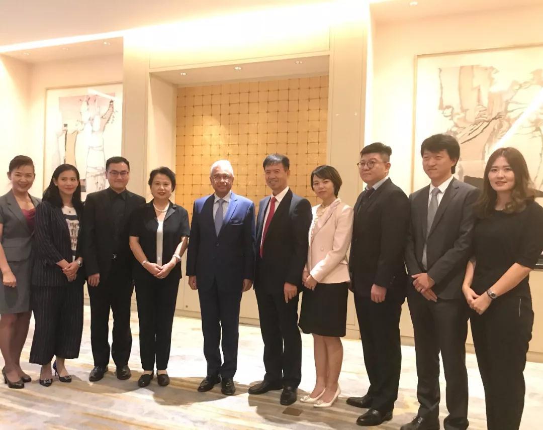 集团赵建国董事长与毛里求斯国总理亲切会晤
